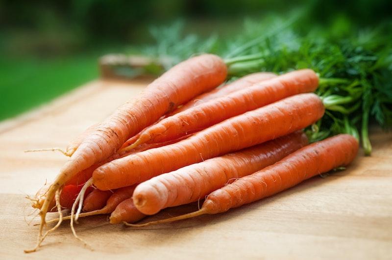 Karotten auf Schneidebrett