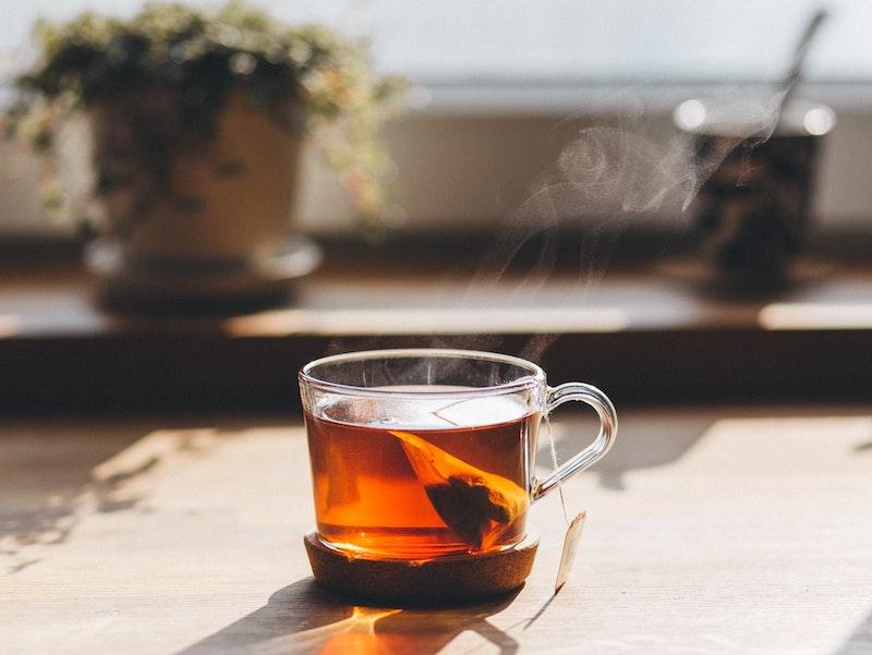 Tasse mit schwarzem Tee